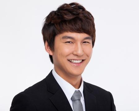 man close up: Asian giovane uomo d'affari vicino colpo isolato su sfondo bianco. Archivio Fotografico