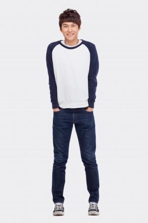 Jonge Aziatische man op een witte achtergrond. Stockfoto