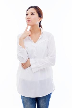Denken jonge Aziatische vrouw ge