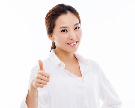 Jonge Aziatische toont duim close-up shot op een witte achtergrond.