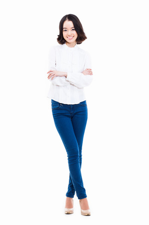Jong Aziatisch vrouwen volledig schot dat op witte achtergrond wordt geïsoleerd. Stockfoto - 24548281