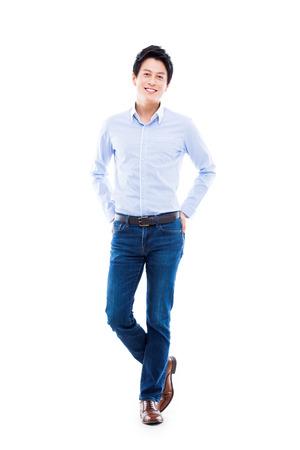 젊은 아시아 남자 흰색 배경에 고립입니다.