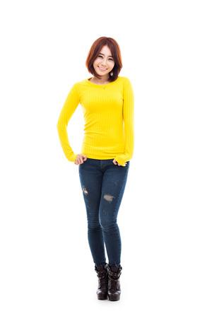 mujer cuerpo completo: Joven mujer asiática shot completa aislado sobre fondo blanco. Foto de archivo