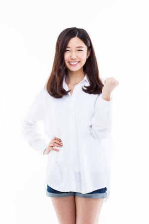 Jonge Aziatische vrouw toont vuist geïsoleerd op een witte achtergrond. Stockfoto - 32608694