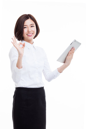 Aziatische Business vrouw met behulp pad PC op een witte achtergrond. Stockfoto