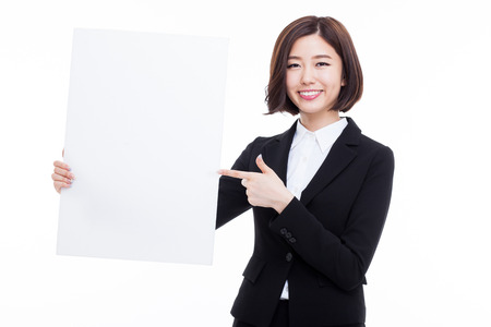 letreros: Young Asian business woman holding a blank banner isolated on white background.