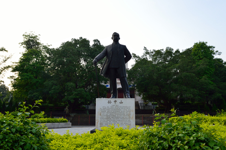 yat sen: Statue of Sun Yat-Sen