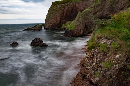 Cushendun-grotten, een van de beroemde attracties in Noord-Ierland en filmlocatie van de populaire tv-serie Game of throne. gelegen in het dorp Cushendun, provincie Antrim.