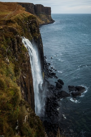 Klit Rock and Mealt Falls, a dramatic waterfall created from the outflow of Loch Mealt in Isle of Skye, Scotland, United Kingdom Standard-Bild