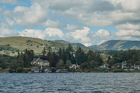 The Landscape of Windermere Lake from Bowness-on-Windermere town, Located in Lake District National Park, Cumbria, United Kingdom 免版税图像