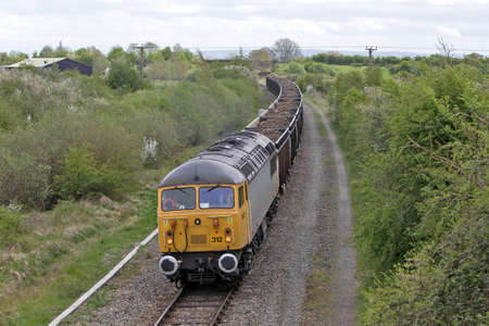 rumania: QUAINTON, UK - MAY 9  A 1976 built, class 56 diesel loco takes a freight train of spoil to Calvert plant on May 9, 2013 in Quainton  The class56 was the first loco built in Rumania to be used by BR