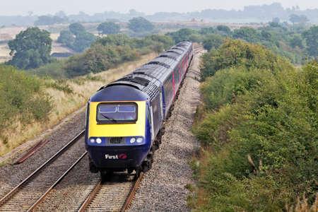 landfill site: Minety, UK - 25 SETTEMBRE A First Great Western treno passa una discarica a cielo aperto il 25 settembre 2013 in Minety FGW funzionare a 208 stazioni su una distanza operativa di 2130 km Editoriali
