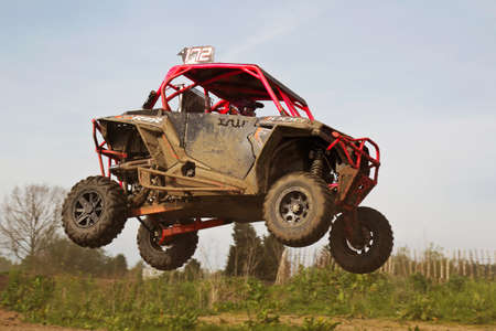 left handed: ARNCOTT, UK - MAY 4: An unnamed driver competing in the UK SXS RZR series lands on the top of the table-top jump before heading into a left handed bend on May 4, 2014 in Arncott Editorial