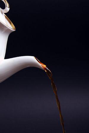 kettles: Por la tarde bebida - taza de t� de calor de tetera a raudales  Foto de archivo