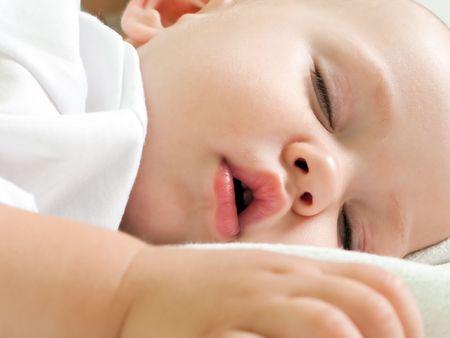 vater und baby: Kleines Kind schlafen in Gl�ck und Family love