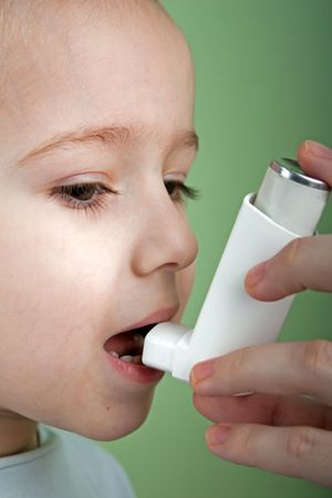 asthme: Respirer un inhalateur de soins de sant� de m�decine asthmatiques Banque d'images