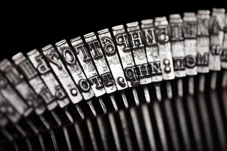 typewriter: Texto antiguo escribiendo a m�quina de escribir carta tipeado aislado