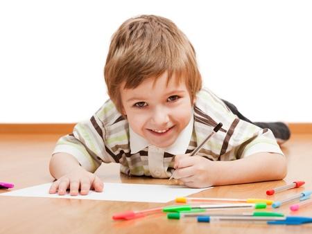dopisní papír: Malé dítě kresba malování nebo psaní dopisu Reklamní fotografie