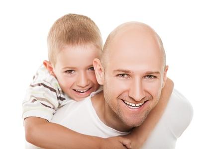bald man: Sonriendo padre y su pequeño hijo - la felicidad familiar