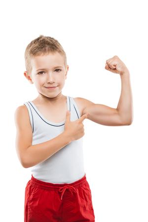 Beauté souriante sport enfant garçon montrant sa main biceps muscles force blanc isolé Banque d'images - 78396156