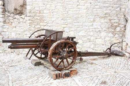 cannon gun: rare view of a field cannon still working