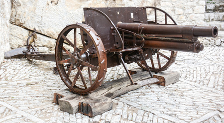 cannon gun: rare view of a field rifled cannon still working Stock Photo