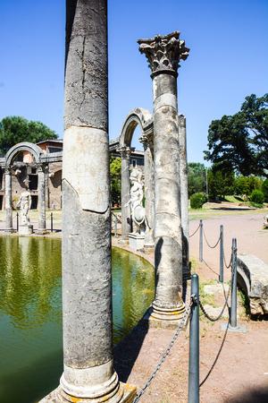 detail of Doric capital and entire Doric column Archivio Fotografico - 114397922