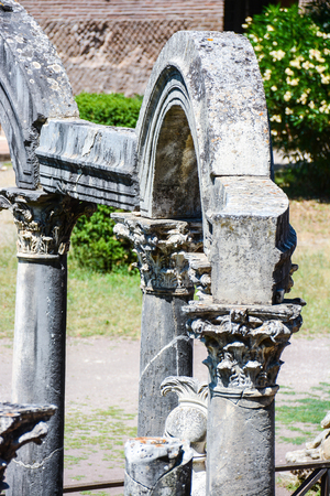detail view of the ensemble of sixth arches resting on Roman lily capitals on romanic columns in a single solution Stock Photo