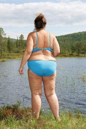 bikini bleu: Femme ob?se en bikini bleu