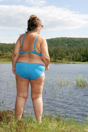 bikini bleu: Femme ob�se en bikini bleu Banque d'images