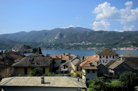 Views over the Lake Orta and the village center in this picturesque location Standard-Bild