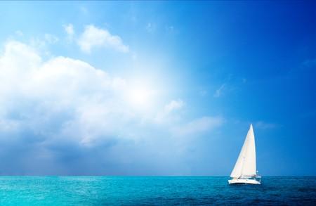요트 하늘과 바다 스톡 콘텐츠