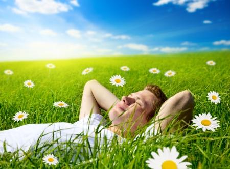 젊은 남자가 꽃에 스톡 콘텐츠