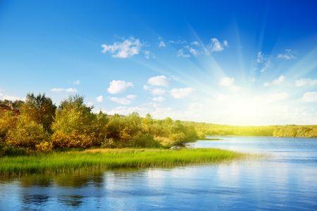 北の山の秋の湖