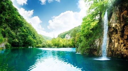 クロアチアの深い森林の滝 写真素材
