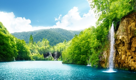 chorwacja: wodospad w gÅ'Ä™bokim lasu Chorwacji Zdjęcie Seryjne