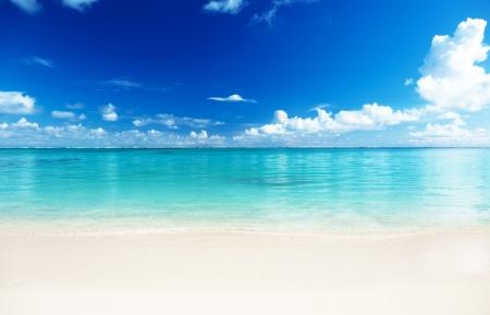 cielo y mar: Arena de la playa del mar Caribe Foto de archivo