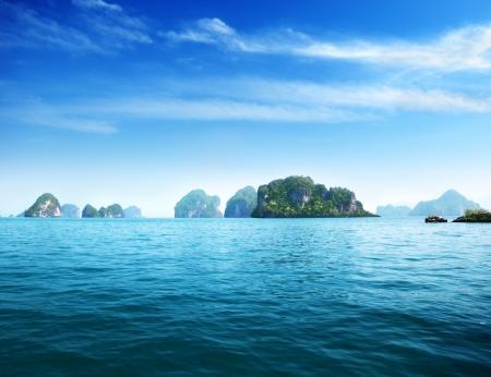 mar: isla en el mar de Andamán Tailandia Foto de archivo