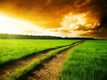 Boden-Straße und Sonnenuntergang