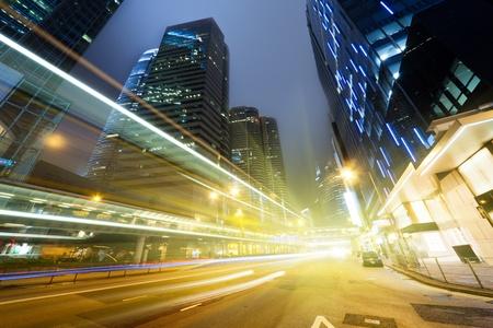 夜に香港を交通します。