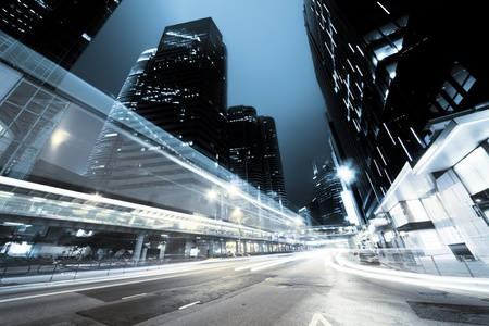 городской пейзаж: трафика в Гонконг ночью Фото со стока