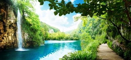 jezior: sposób, w głębokim lesie w Chorwacji