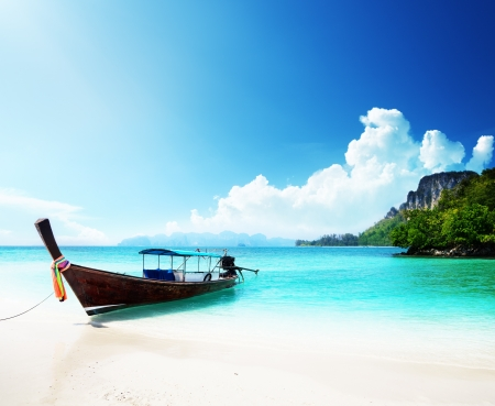 blue lagoon: barca lunga e poda isola in Thailandia