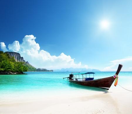 태국에서 긴 보트 및 Poda 섬