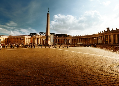 peters: Saint Peters Square, Vatican in sunset time