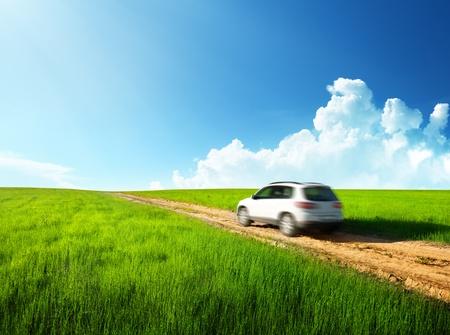 coche antiguo: de tierra por carretera y el coche borrosa