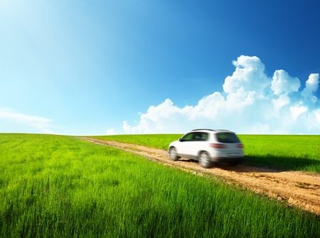 campagna: suolo stradale e auto offuscata