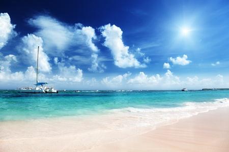 bateau voile: La mer des Caraïbes et du yacht Banque d'images