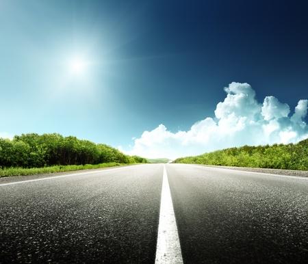 carretera: Camino en el bosque Foto de archivo