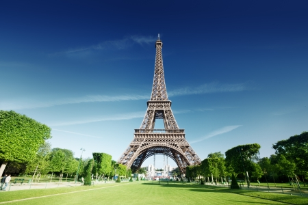 sunny morning and Eiffel Tower, Paris, France  版權商用圖片